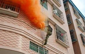 高层建筑消防安全综合火灾演练消防应急疏散预案用烟雾罐