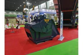 成都启发工程机械TIT-900挖机粉碎斗移动颚式破碎机(动力强产量高)