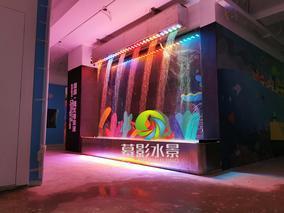 数码水帘是通过高新科技控制成像的水景