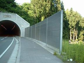 公路声屏障价格-材质用途-声屏障供应商-提供各种规格隔音屏障