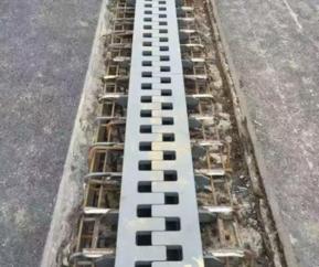 梳齿板伸缩缝安装A王兴梳齿板伸缩缝安装公司