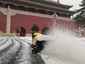黑龙江建三江扫雪机FH-1110小型手扶式除雪机械厂家供应