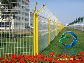 北京门头沟护栏网厂家三角折弯围栏网