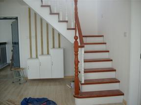 家用成品实木楼梯橡胶木楼梯