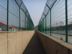 巡逻道钢网墙-巡逻道隔离网价格-巡逻道墙体安装规格