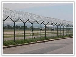 供应浸塑护栏网铁路护栏网公路护栏网