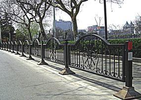 制作各种铁艺护栏,工程护栏等