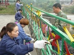 浦东护栏、广告牌、钢结构、铁艺大门除锈刷漆翻
