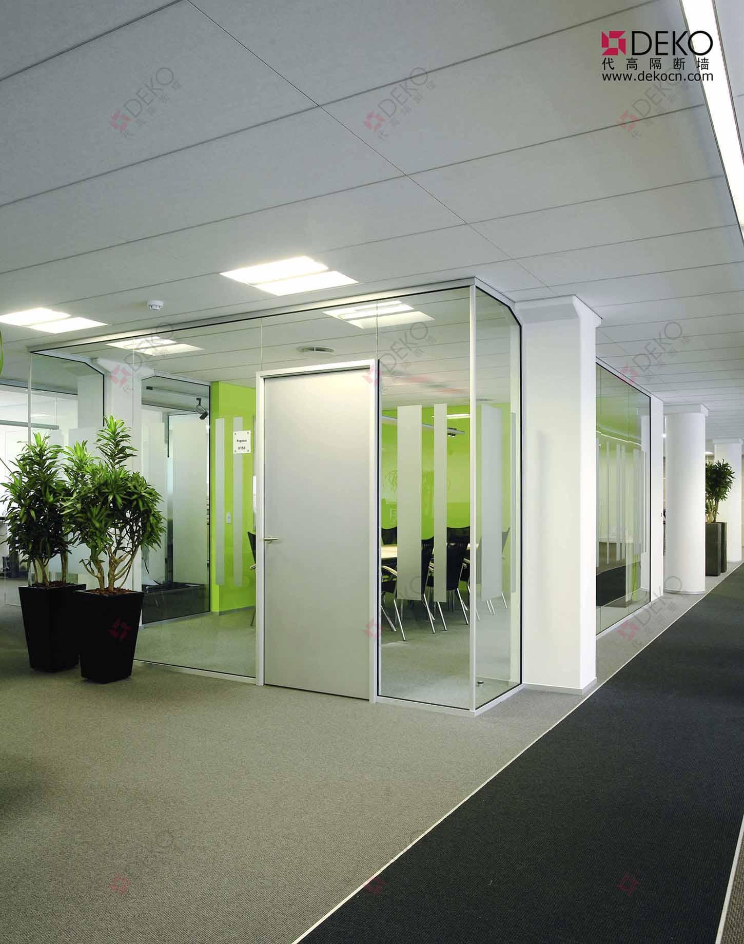 代高办公玻璃隔断墙